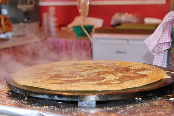 Nutella being drizzled on Elizabeth's crepe.